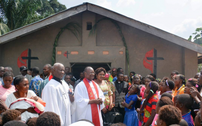 Rebuilding straw churches in eastern Congo