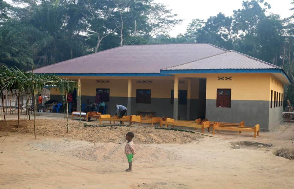 L'Église aide les villageois éloignés à lutter contre le paludisme